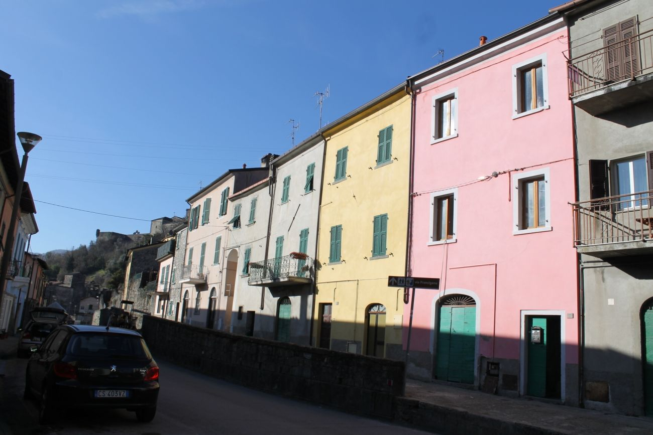 PONTREMOLI – HISTORICAL CENTER HOUSE WITH GARDEN UNDER THE CASTLE