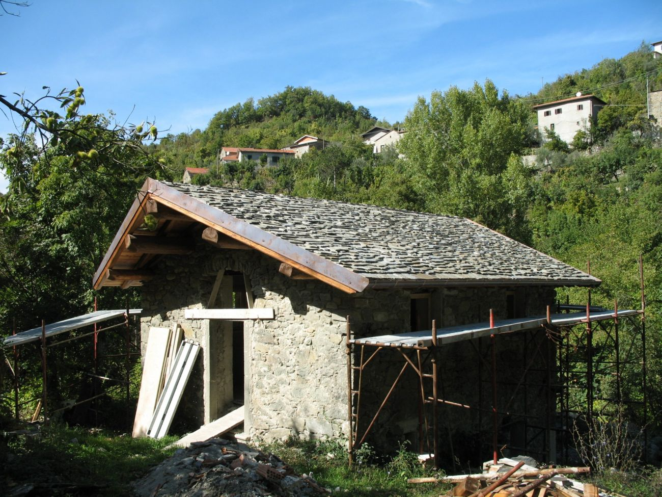 """PONTREMOLI – """"I CASONI"""" 2 RUSTIC HOUSE IN EXPOSED STONE WITH LAND"""