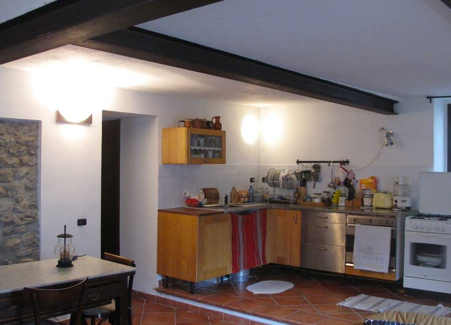 2-livingroom-and-kitchen-01
