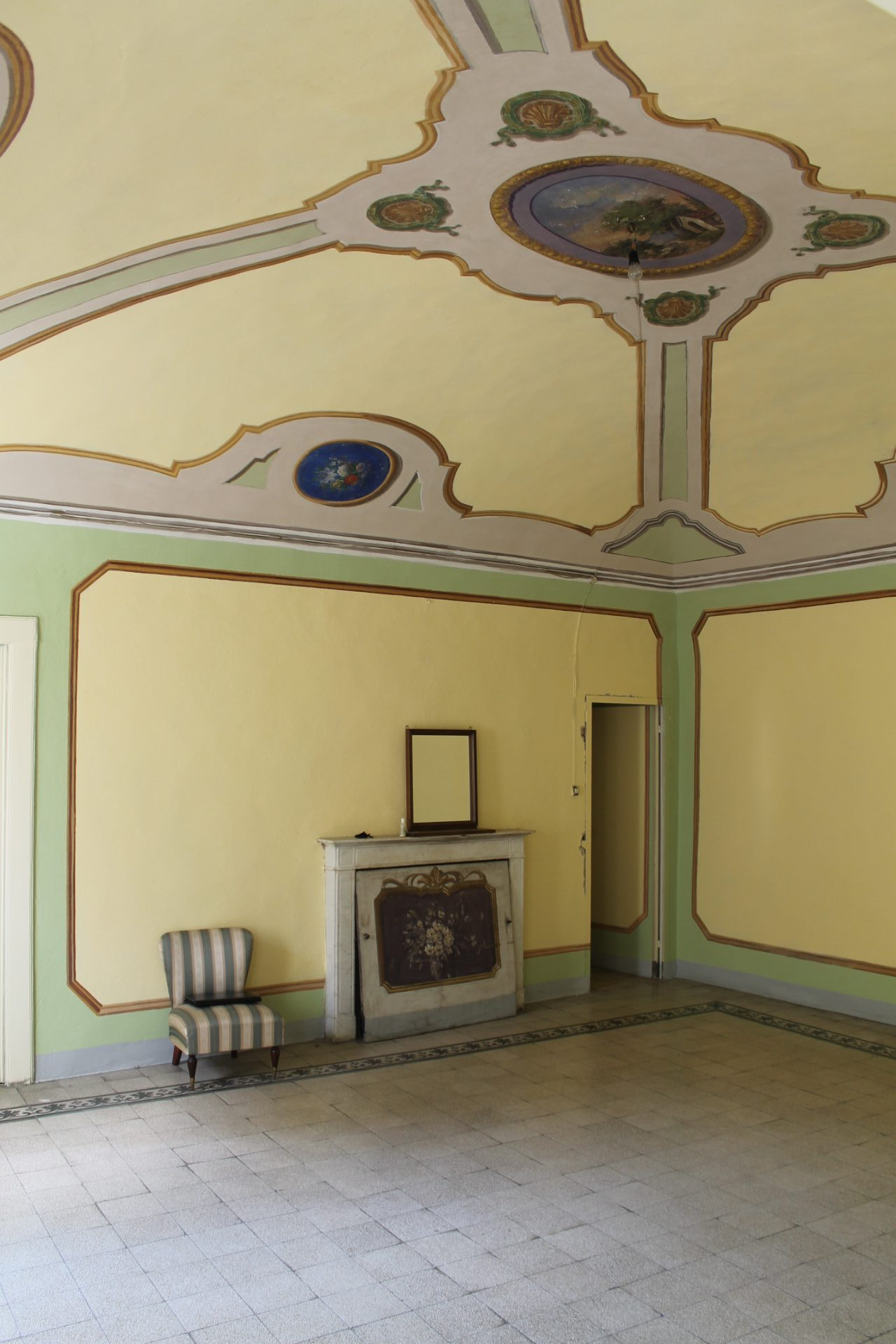 PONTREMOLI – LARGE APARTMENT IN THE HISTORICAL CENTER