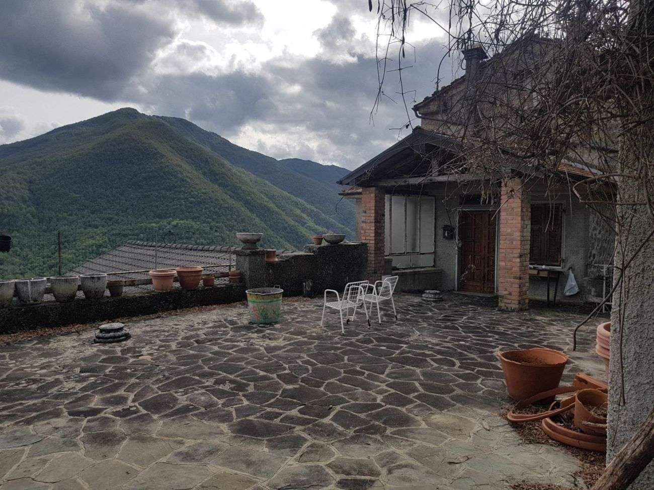 PONTREMOLI – STONE HOUSE WITH LARGE PANORAMIC TERRACE