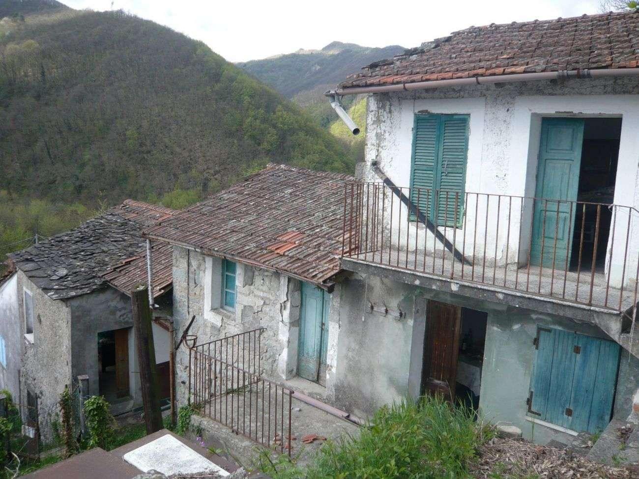 PONTREMOLI COLLINE – RUSTIC ON FOUR LEVELS