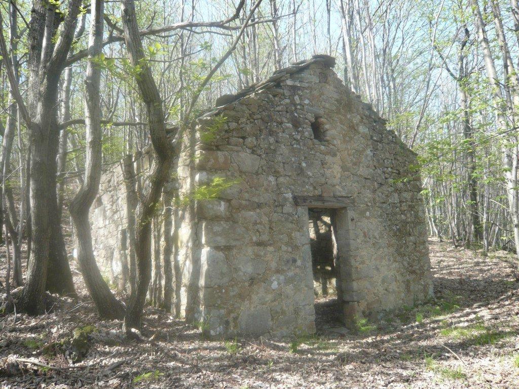 PONTREMOLI COLLINE – SMALL RUSTIC STONE WITH LAND