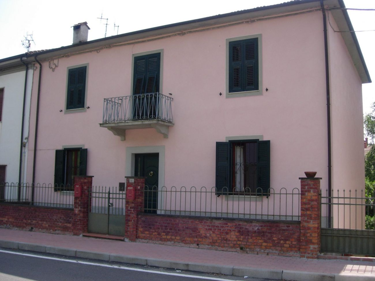 PONTREMOLI – PORTION OF HOUSE WITH TAVERN