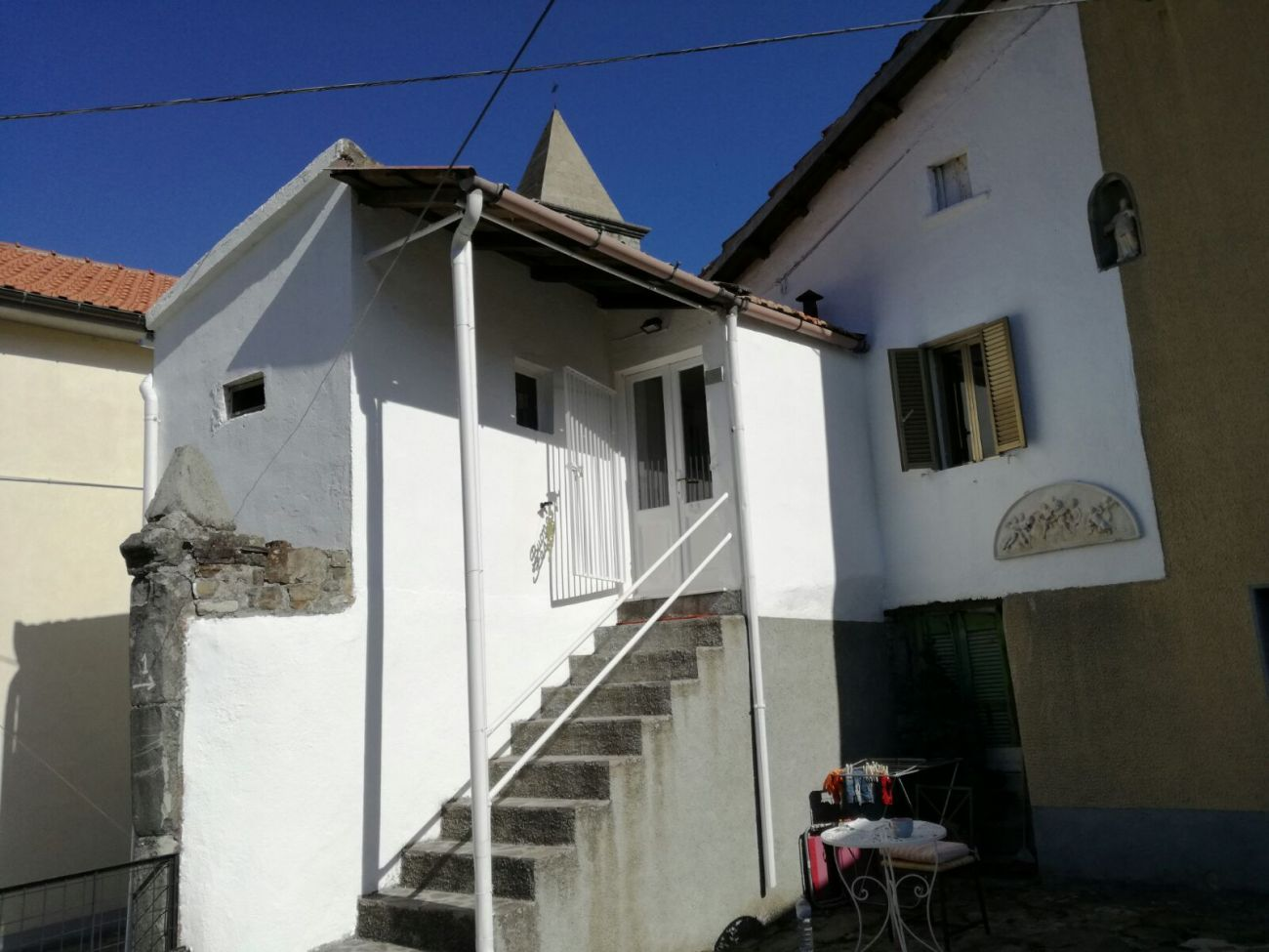 PONTREMOLI COLLINE – SMALL HOUSE WITH AIA TERRACE