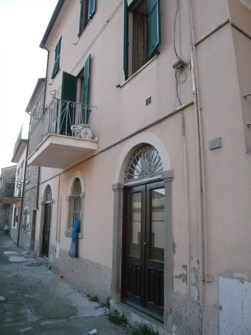 PONTREMOLI – THREE-ROOM APARTMENT WITH BALCONY